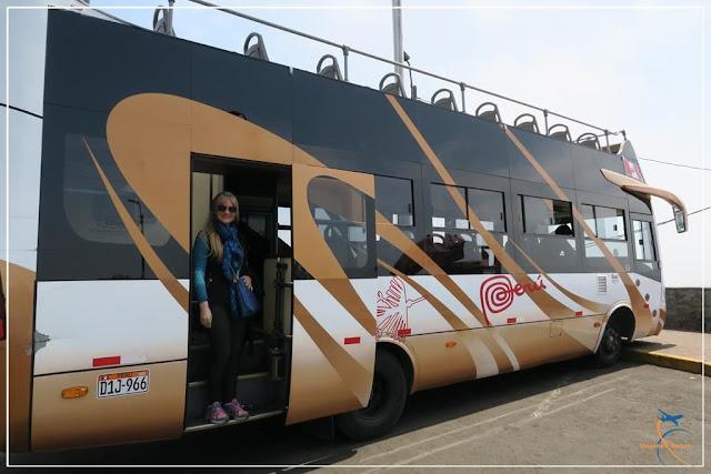 ônibus turismo no Cerro de San Cristóbal, em Lima