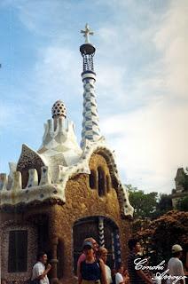 Uno de los pabellones de entrada al Parque Güell, diseñado por Gaudí