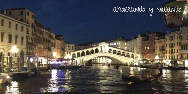 puente Rialto sobre Gran Canal de Venecia