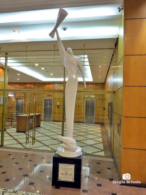 Close-up da Escultura Orgulho, Honra e Glória - Conjunto Nacional - São Paulo