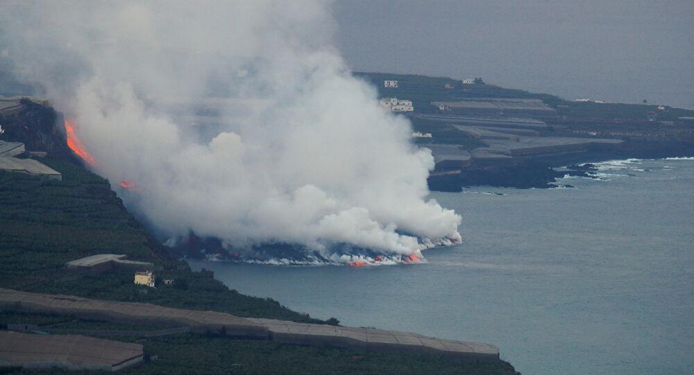 Lava do vulcão de La Palma chega ao mar e concentração de gases tóxicos preocupa