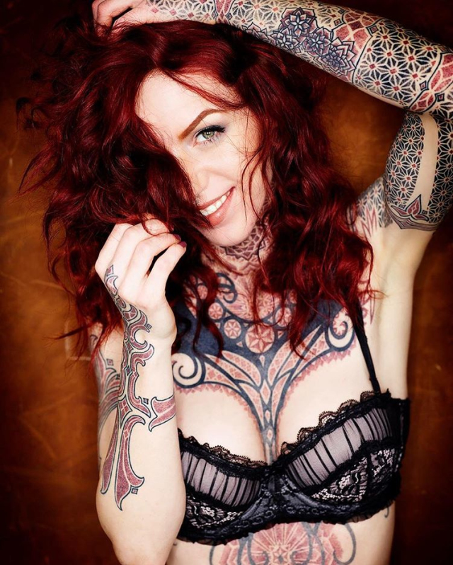Tattooed girl Linnéa Thomasia