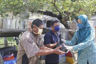 Cegah Penularan Covid-19, TP PKK Kab. Indramayu Bagikan Masker dan Hand Sanitizer Hingga Sembako Gratis