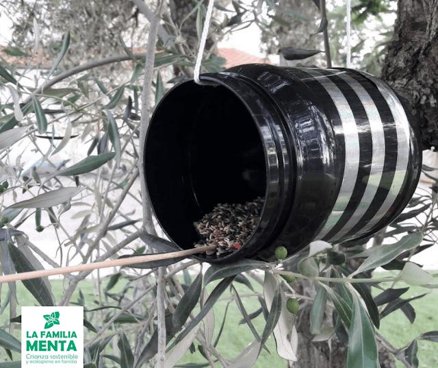 Actividad para peques: comederos de pájaros con tarro o lata