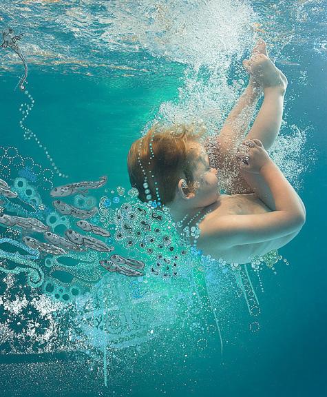 Fotografía bajo el agua de un bebé