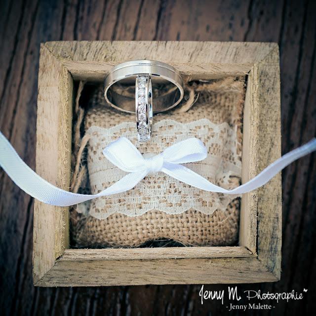 photos alliances des mariés dans boite en bois porte alliances pour mairie