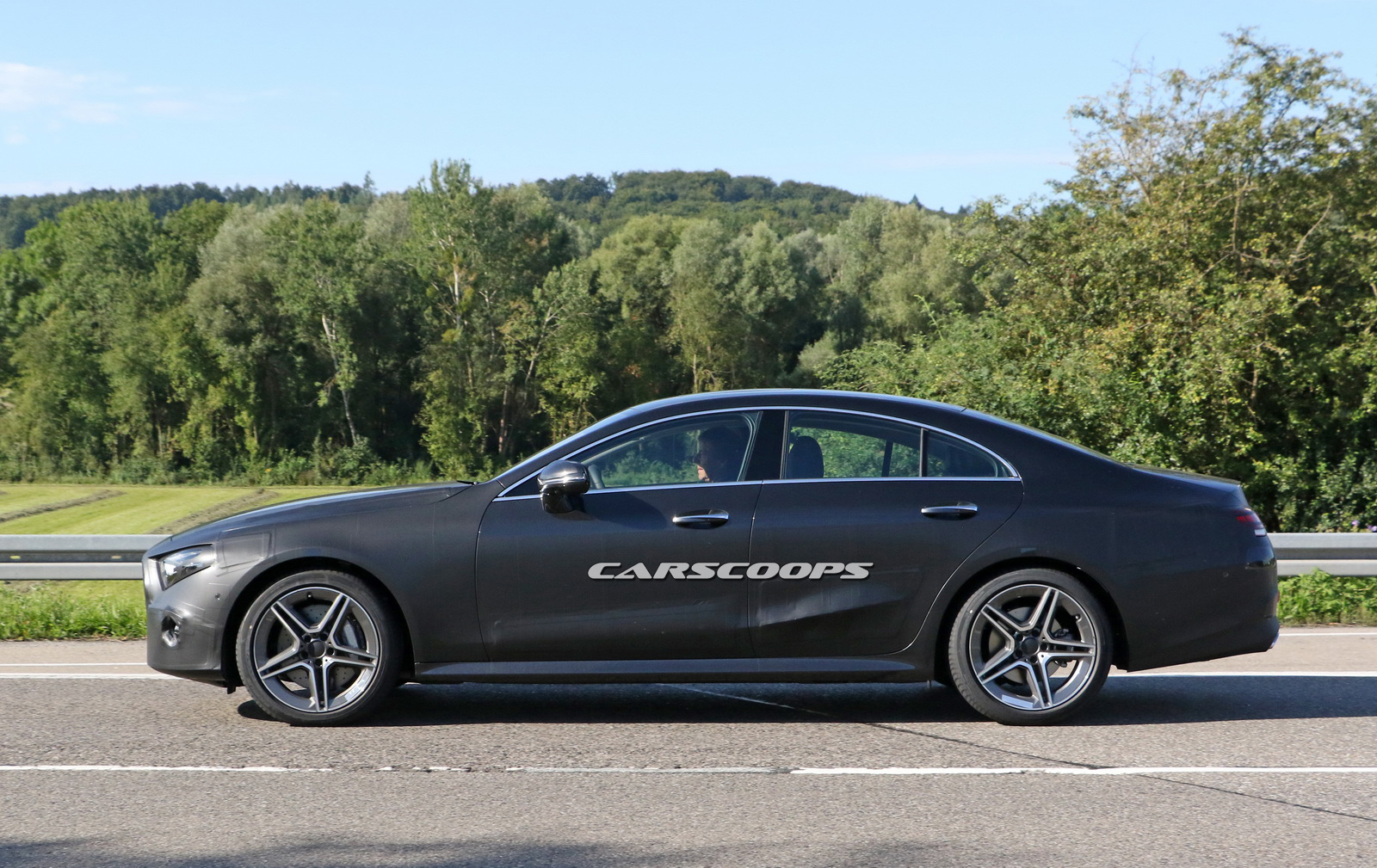 2018 mercedes cls enters final development phase drops camo almost completely carscoops. Black Bedroom Furniture Sets. Home Design Ideas