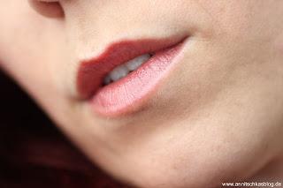 Mary Kay Creme Lipstick - Frosted Rose - Tragebild - www.annitschkasblog.de