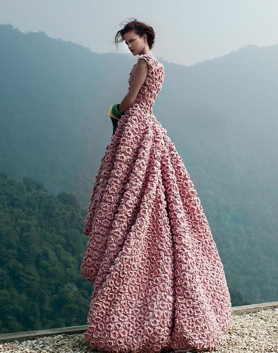 Стильное вязаное платье крючком