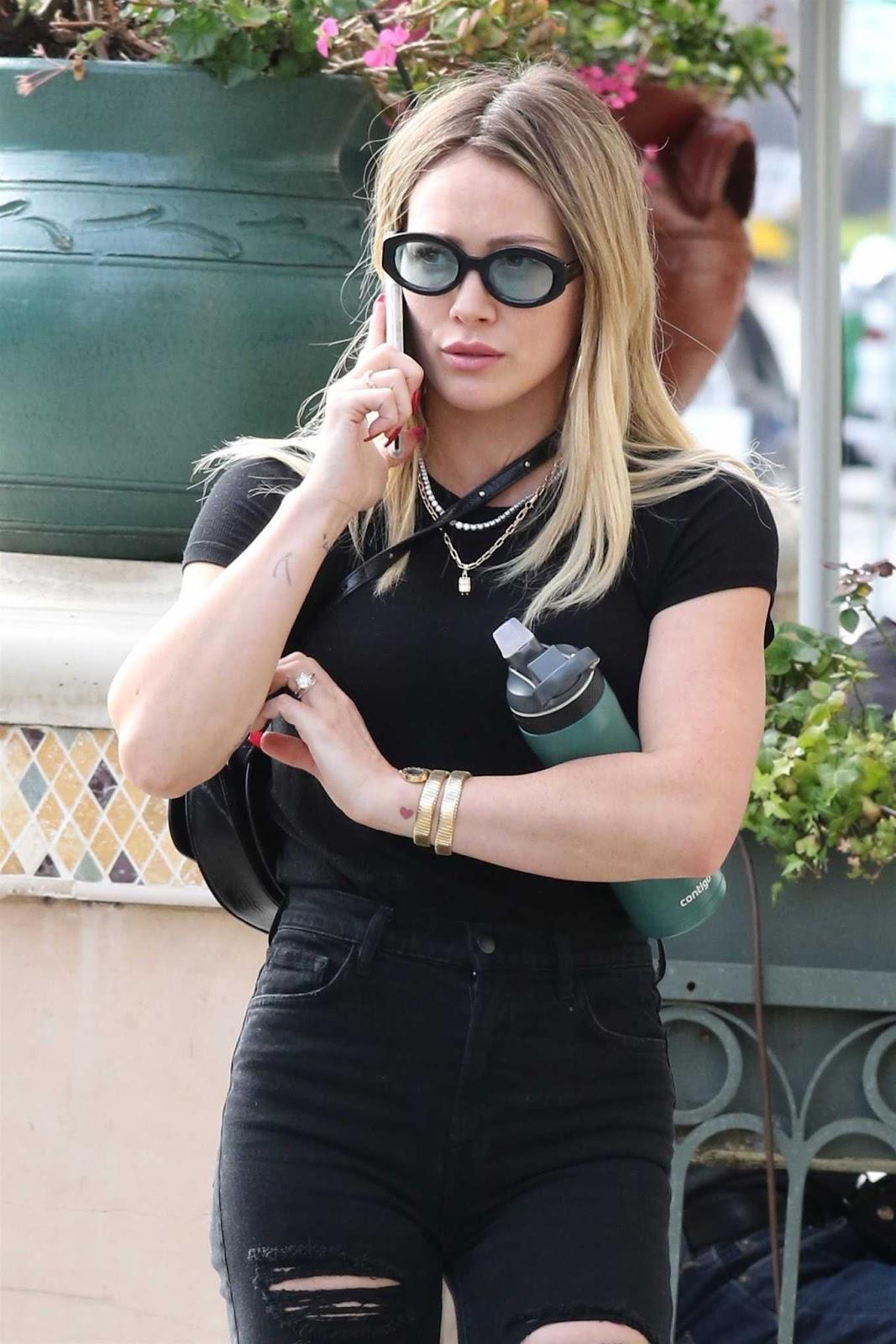 Hilary Duff Looks Hot in Black Jeans