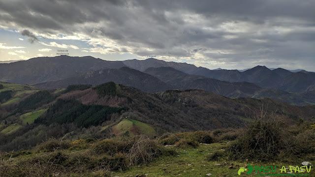 Vista desde el Alto Llerandi hacia el Parque de Redes