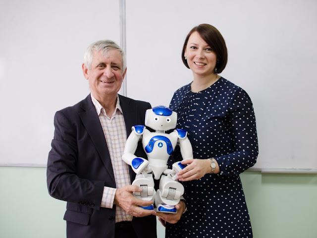 робот ваня обучает русскому языку