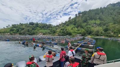 Dukung Destinasi Wisata Danau Toba, KJA Milik Warga Dibersihkan