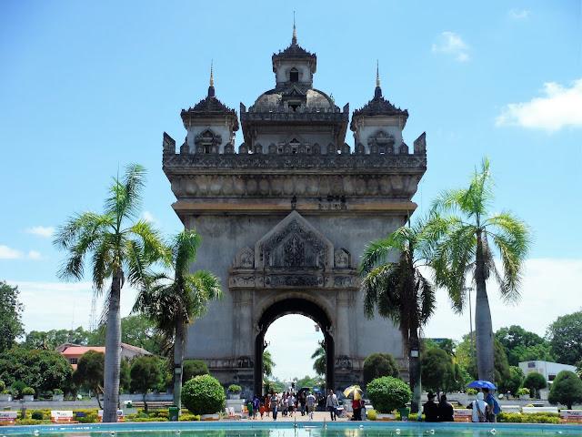 patuxai victory monument vientiane laos