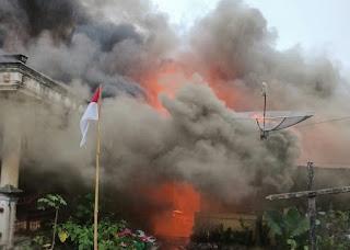 Hujan Turun,  6 Rumah Hangus Dilalap Api dan 1 Rumah Dirusak di Karo