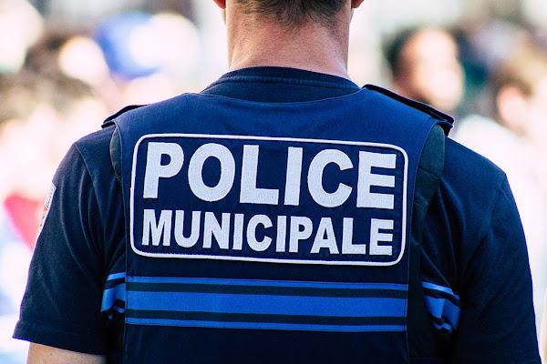 Saint-Étienne : Un policier municipal agressé et menacé, l'auteur en fuite