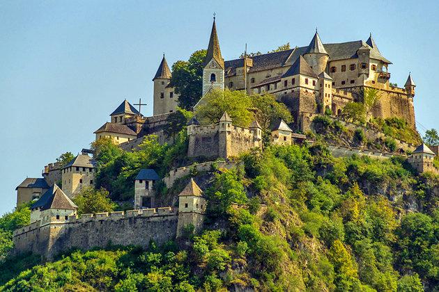 Відень. Столиця Австрії. Лежить на річці Дунай. З назвою міста можуть  виникнути конфузи. Місцеві називають його Він 0697f09c5fd9a