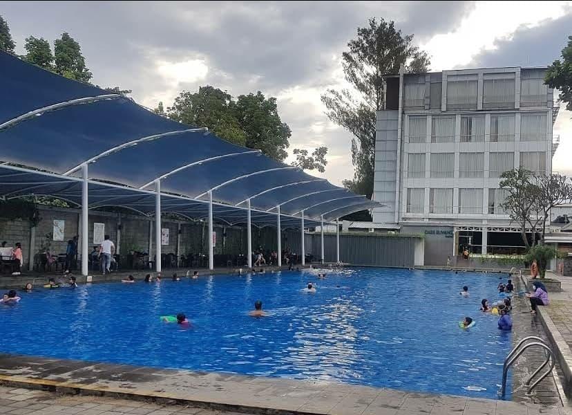 kolam renang oasis siliwangi bandung