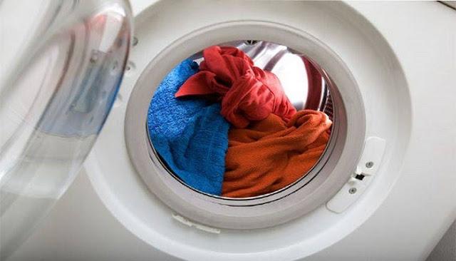 Τι να κάνετε αν κάποιο ρούχο σας ξέβαψε στο πλυντήριο