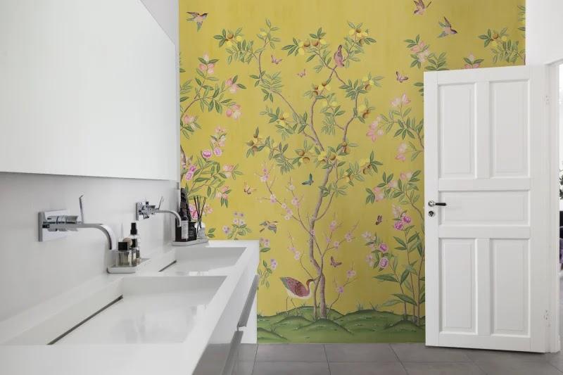 tapeta do łazienki kwiaty