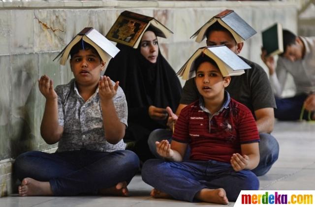 Foto Ritual Penganut Syiah di Irak Sambut Lailatul Qadar di Makam Ali RA