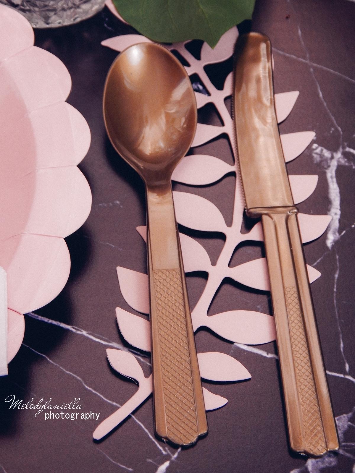 9 partybox.pl imprezu urodziny stroje dodatki na imprezę dekoracje nakrycia akcesoria imprezowe jak udekorować stół na dzień mamy pomysły na dzień matki złote widelce łyżki noże melodylaniella