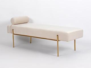 Cama divan actual en blanco beige