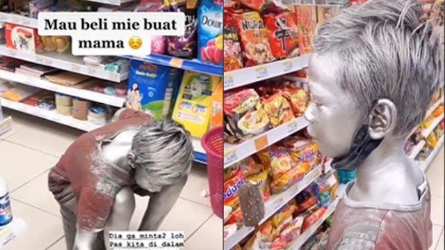 Viral Video Bocah Manusia Silver Beli Mie Instan untuk Mama, Gunakan Uang Receh dari Hasil Ngamen