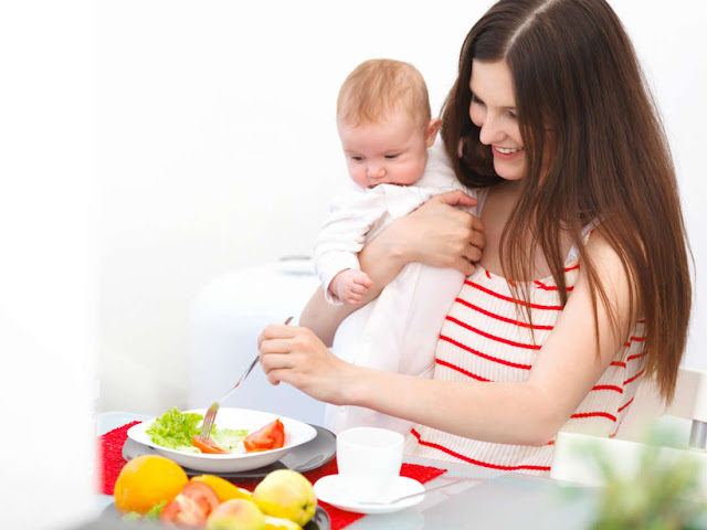 مأكولات مفيدة للأم و الطفل أثناء الرضاعه
