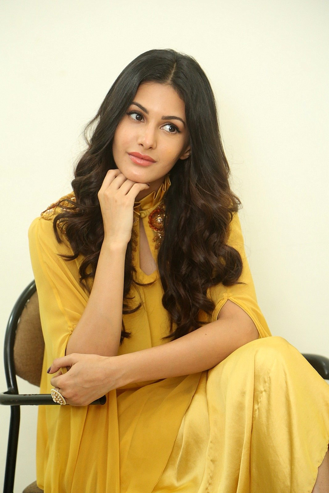 Amyra Dastur Interview About Manasuku Nachindi