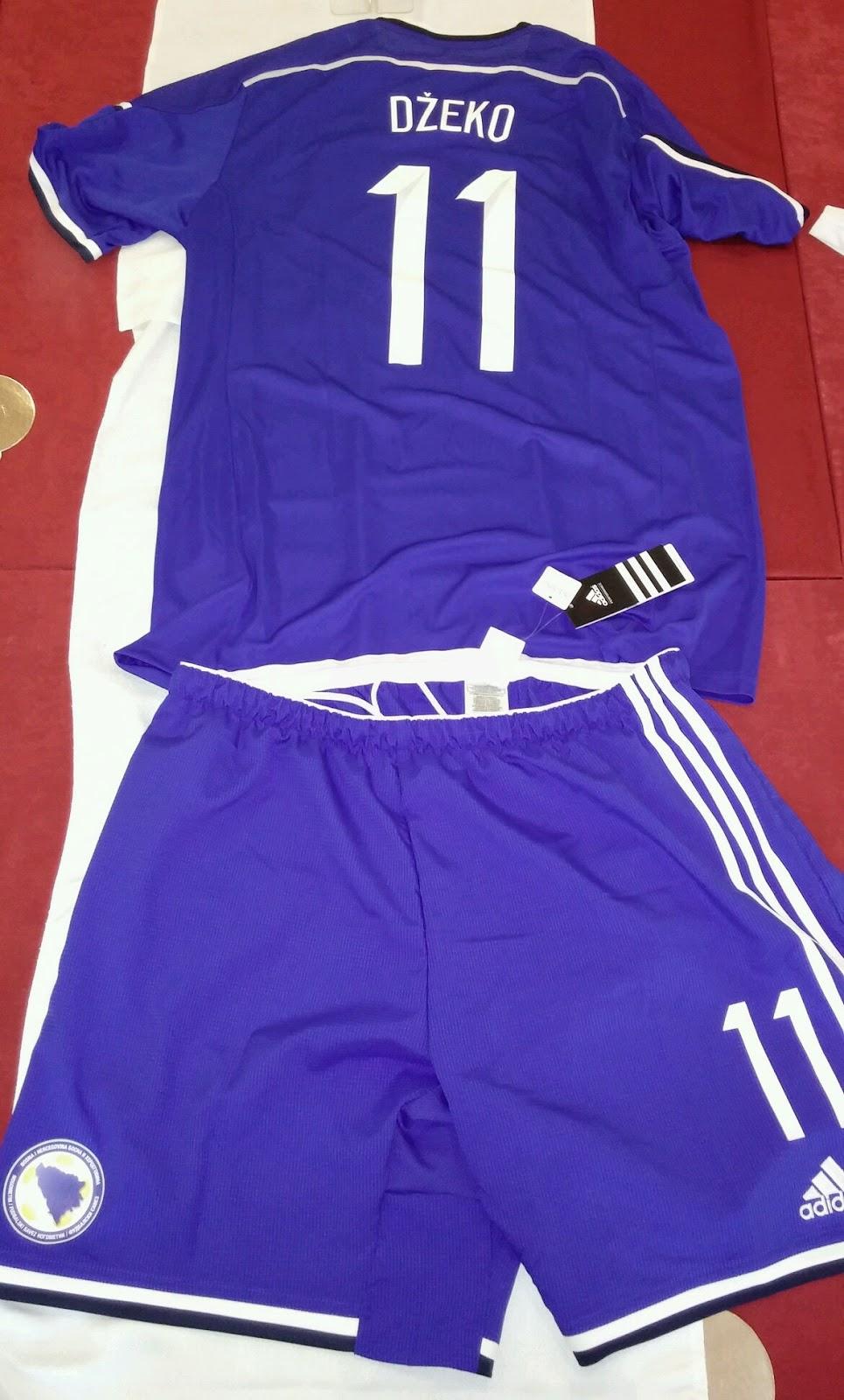 1a38e1e0037b95 Bosnia, con la maglia viola. Prima maglia bianca e viola, ...