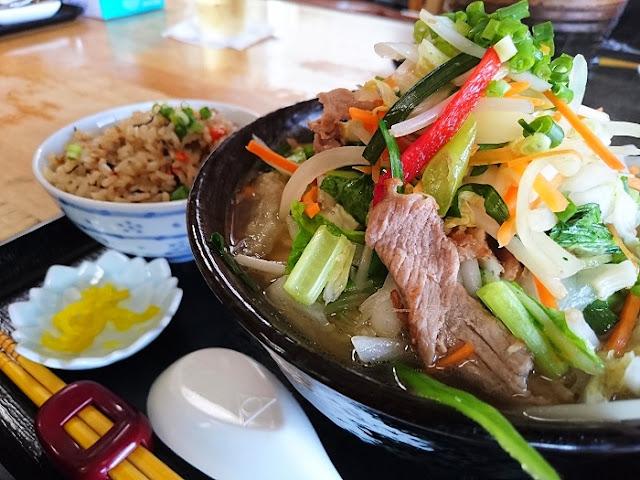 沖縄野菜そばとジューシーの写真