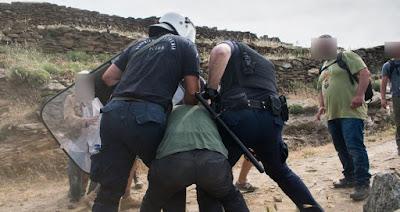 Οργή για τις εικόνες ντροπής και την καταστολή στην Τήνο