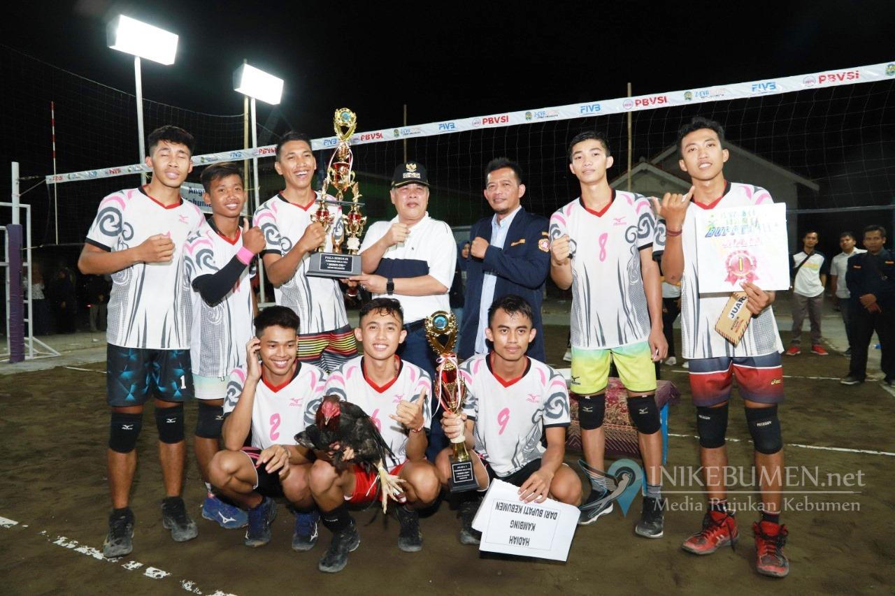 Sabet Juara Satu Bupati Kebumen Cup, Tim Voli Ayah Bawa Pulang Seekor Kambing