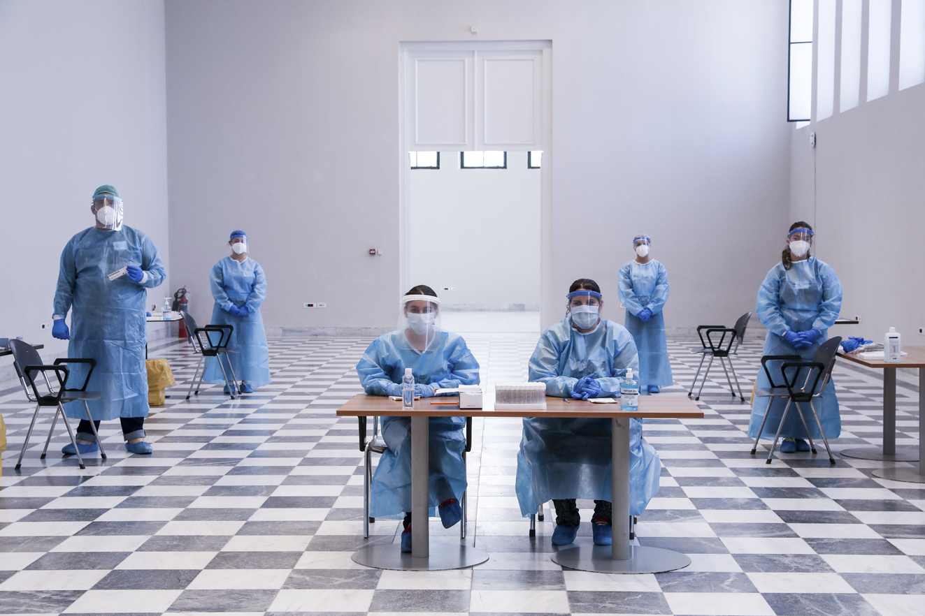 Η πανδημία στην Ελλάδα μέσα από τα κλικ καταξιωμένων φωτογράφων