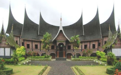 rumah adat padang minangkabau