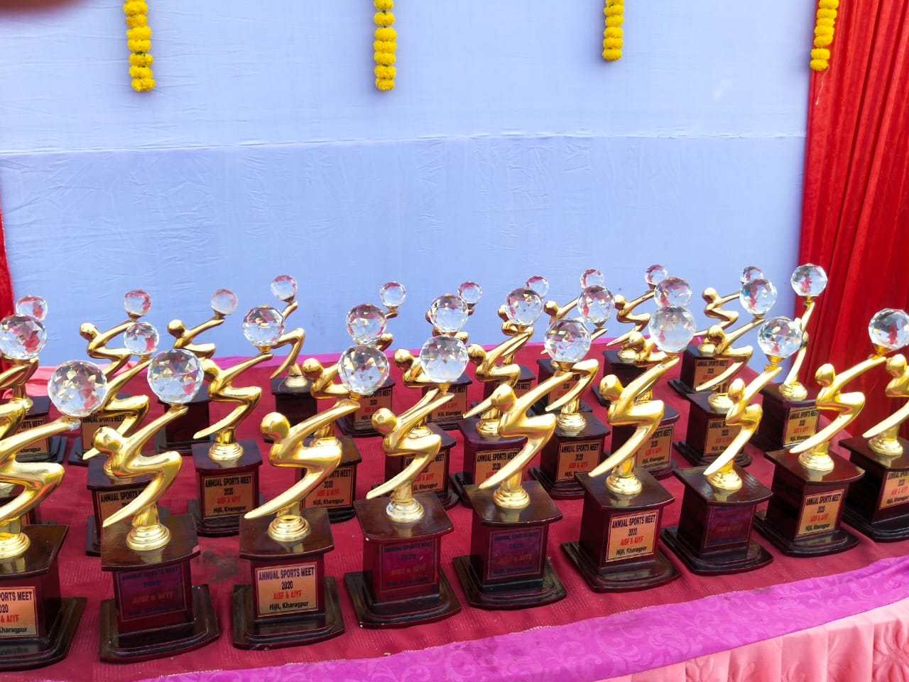 বর্ণাঢ্য আতসবাজি প্রদর্শনী দিয়ে শেষ হল খড়গপুরে ছাত্র যুবদের দিনরাতের ক্রীড়া প্রতিযোগিতা 5