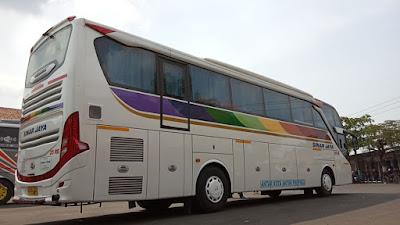 Foto Bus Sinar Jaya 25RE Belakang