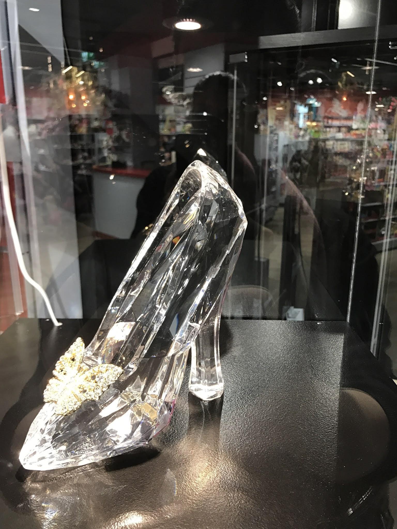 حذاء سندريلا الزجاجي
