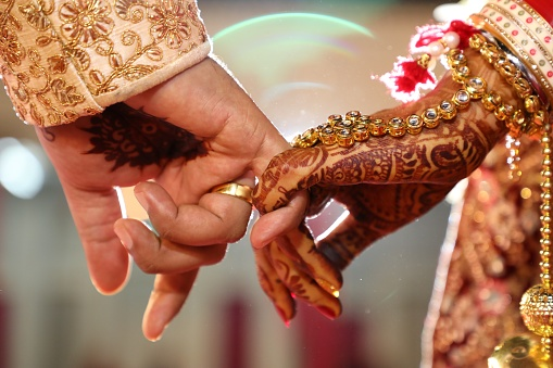 How is Candid Wedding Photography Different from Traditional Wedding Photography?