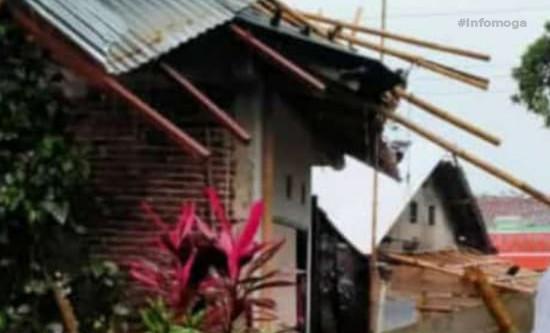 Hujan Deras Disertai Angina Kencang Landa Mejagong, Sejumlah Rumah Mengalami Kerusakan