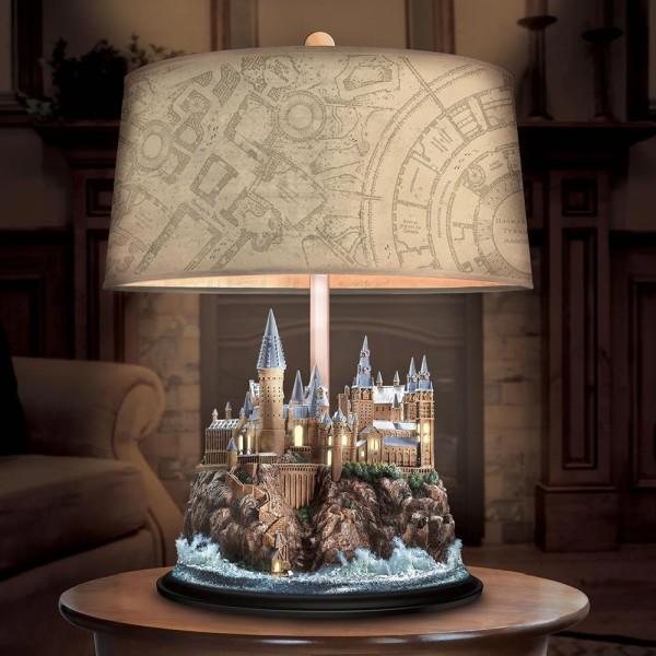 Preciosa lámpara que al iluminarse muestra el mapa oculto de Hogwarts