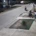 (videos) SÁENZ PEÑA - PLENO CENTRO: VIOLENTO ROBO MOTOCHORRO A UNA MUJER EN LA VEREDA DE SU CASA