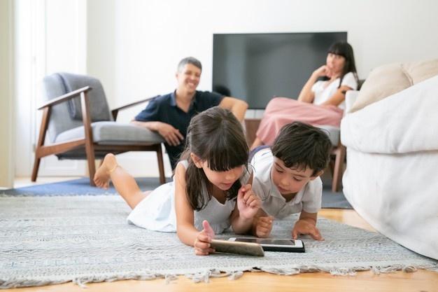 kecanduan gadget pada anak harus segera diatasi dengan berbagai solusi yang bersifat edukasi