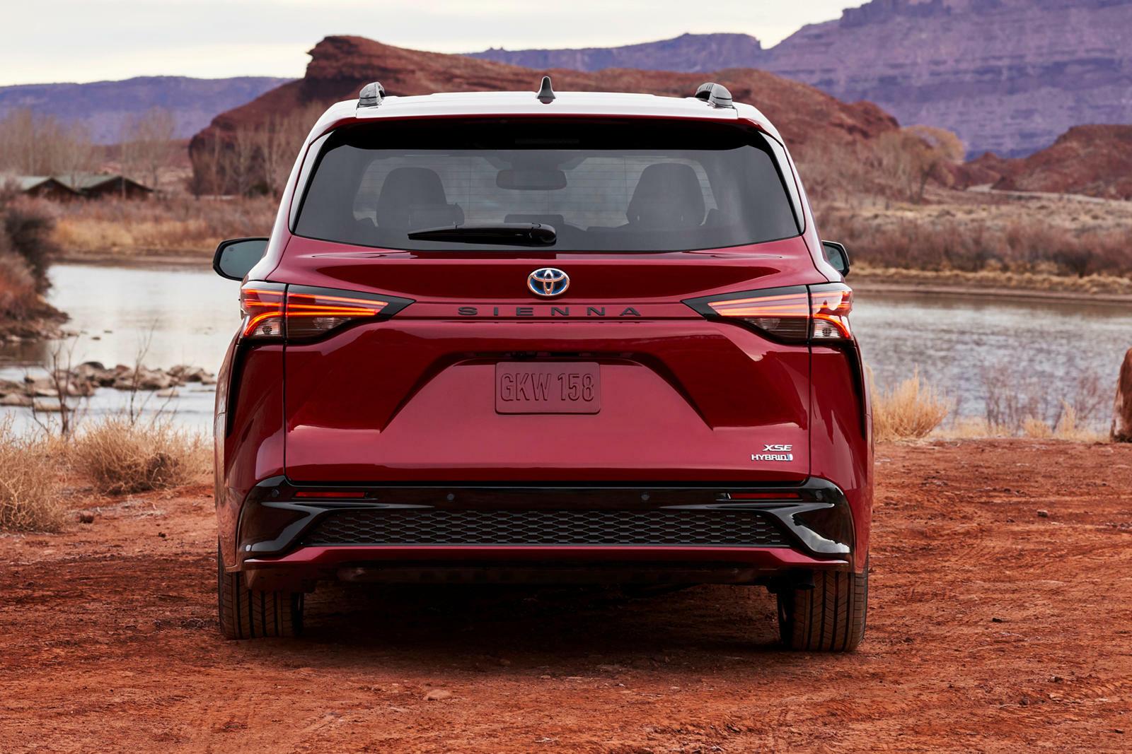 Toyota Sienna 2021 - xe gia đình đầy công nghệ