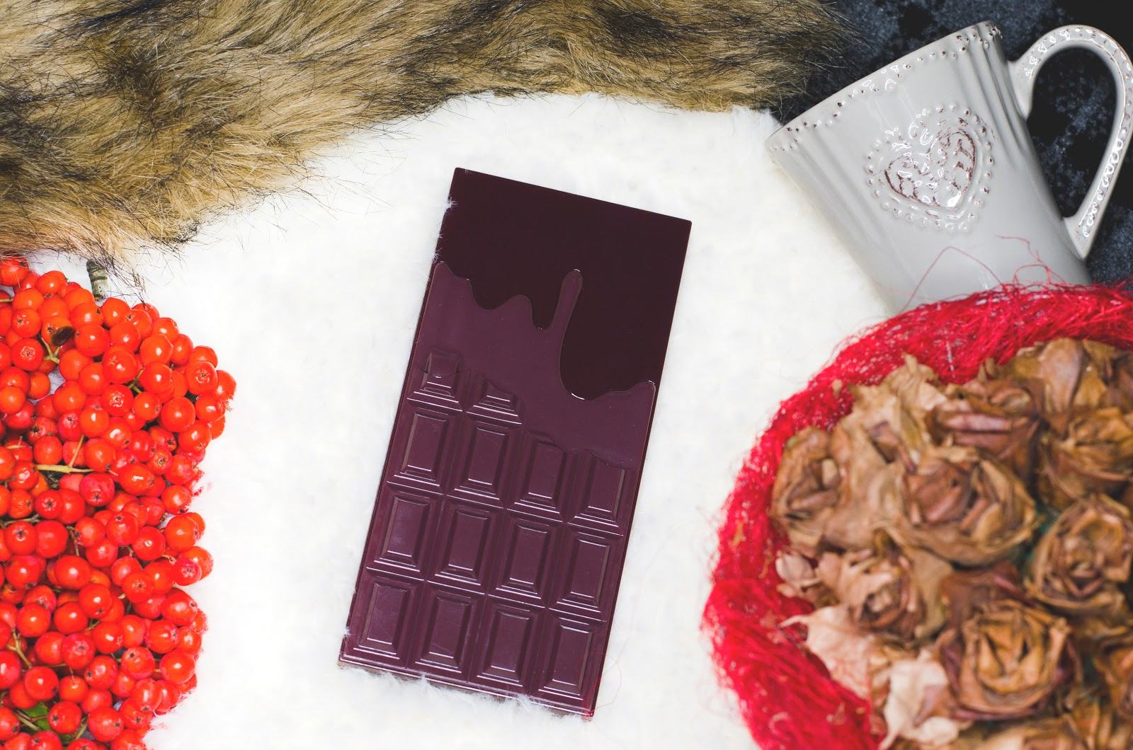 http://kosmetykomania.pl/product-pol-4343-MAKEUP-REVOLUTION-I-Heart-Chocolate-Paleta-16-cieni.html