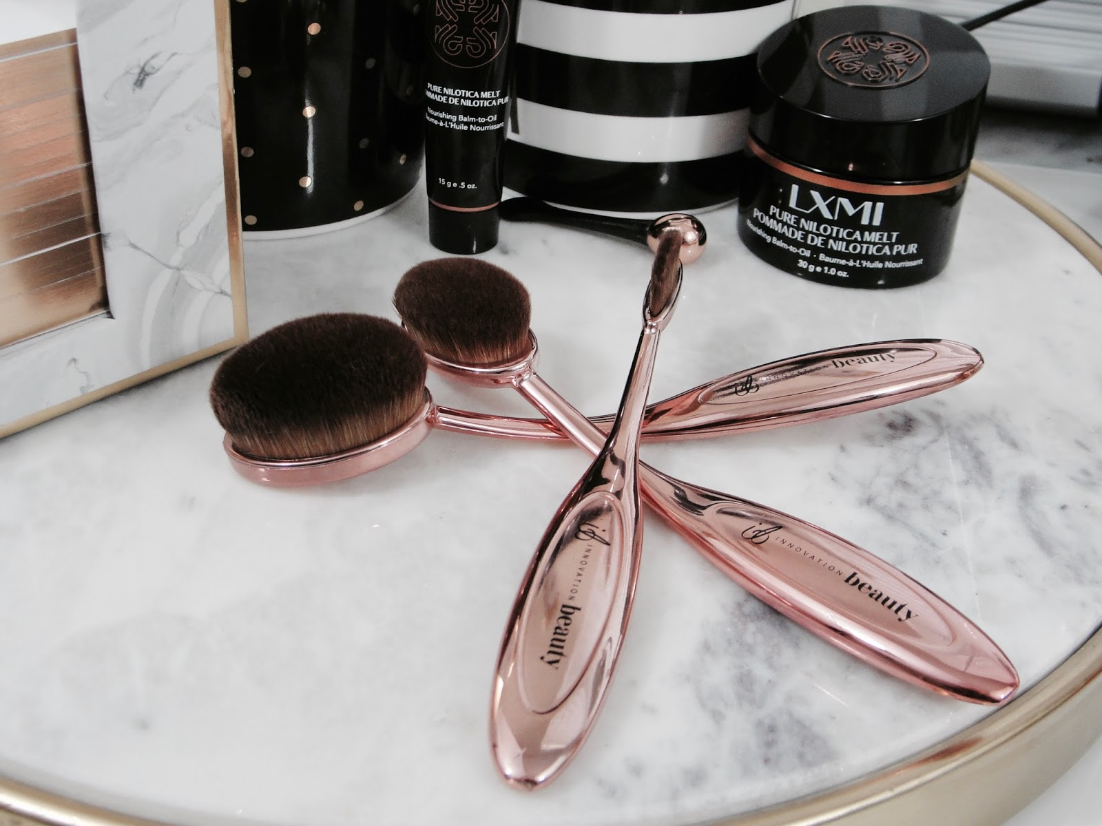 artis makeup brushes. have you seen the artis makeup brushes that- i can´t help it- remind me immediately on toothbrushes? but who can afford these brushes, that are priced