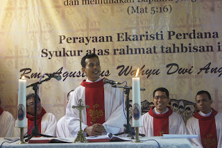 Misa Perdana Romo Agustinus Wahyu Dwi Anggorol SJ Di Pelemdukuh