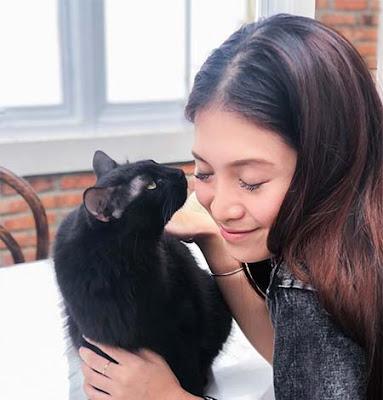 Vinessa Inez dan Kucingnya