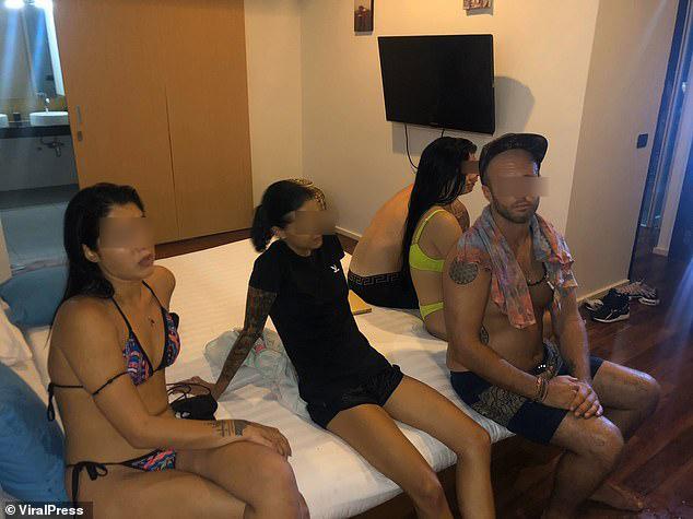 Cảnh sát Thái Lan đột kích tiệc bán khỏa thân tổ chức giữa dịch Covid-19